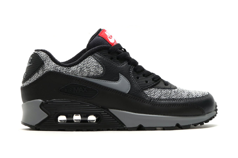 nike-air-max-90-essential-black-cool-grey-anthracite-university-red-1
