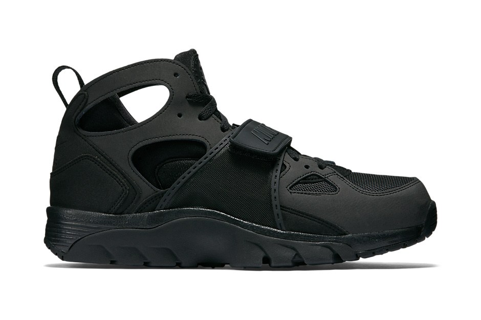 74b298ef52e7 nike-air-trainer-huarache-blackout-1