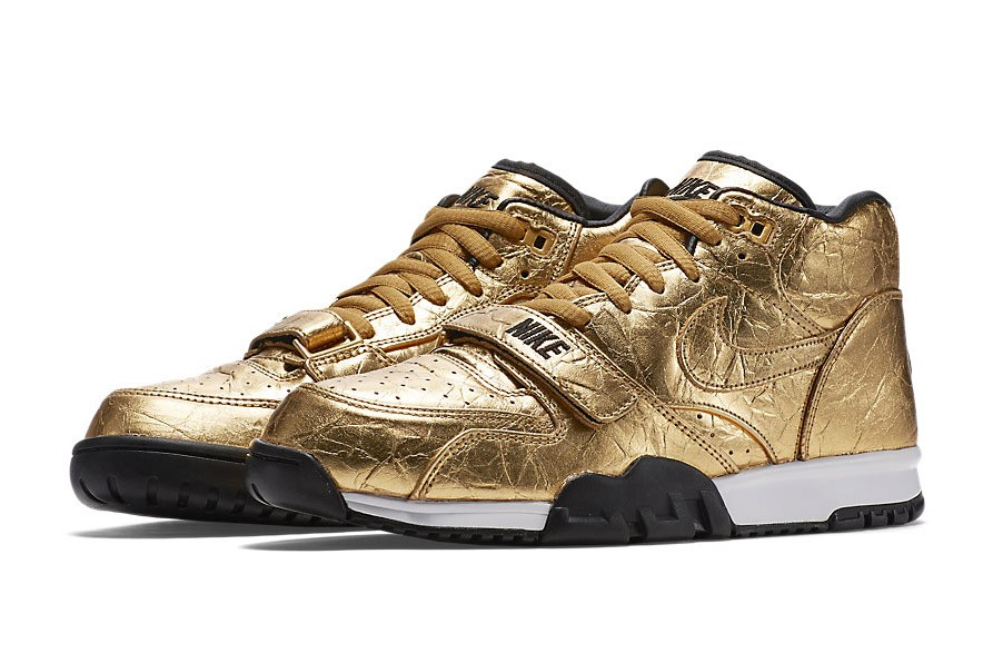 nike-drops-two-gold-themed-colorways-for-the-super-bowl-50-1