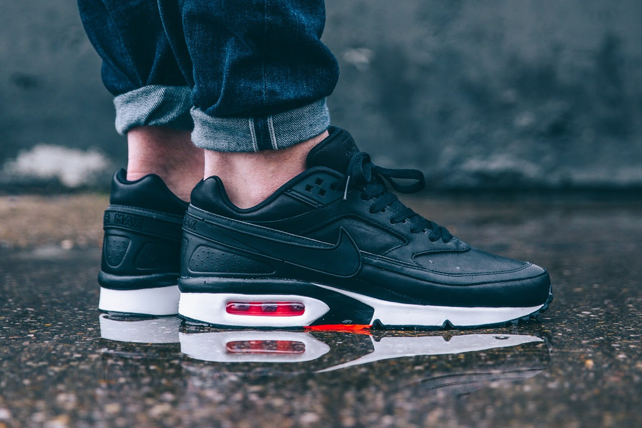 nike-air-max-bw-premium-black-bright-crimson-wolf-grey-1