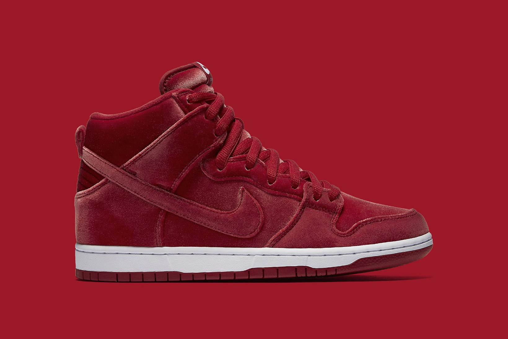 nike-sb-dunk-high-red-velvet-1