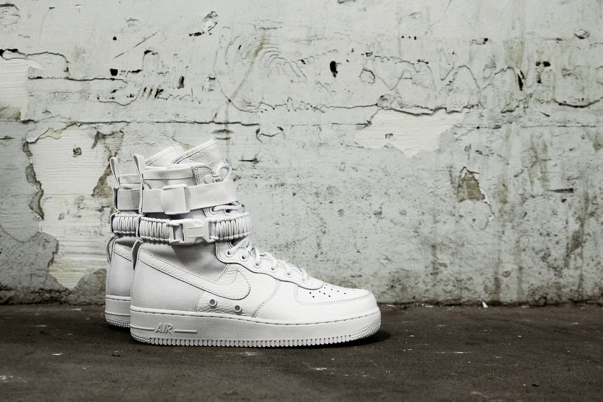 nike-sfaf-air-force-1-white_04