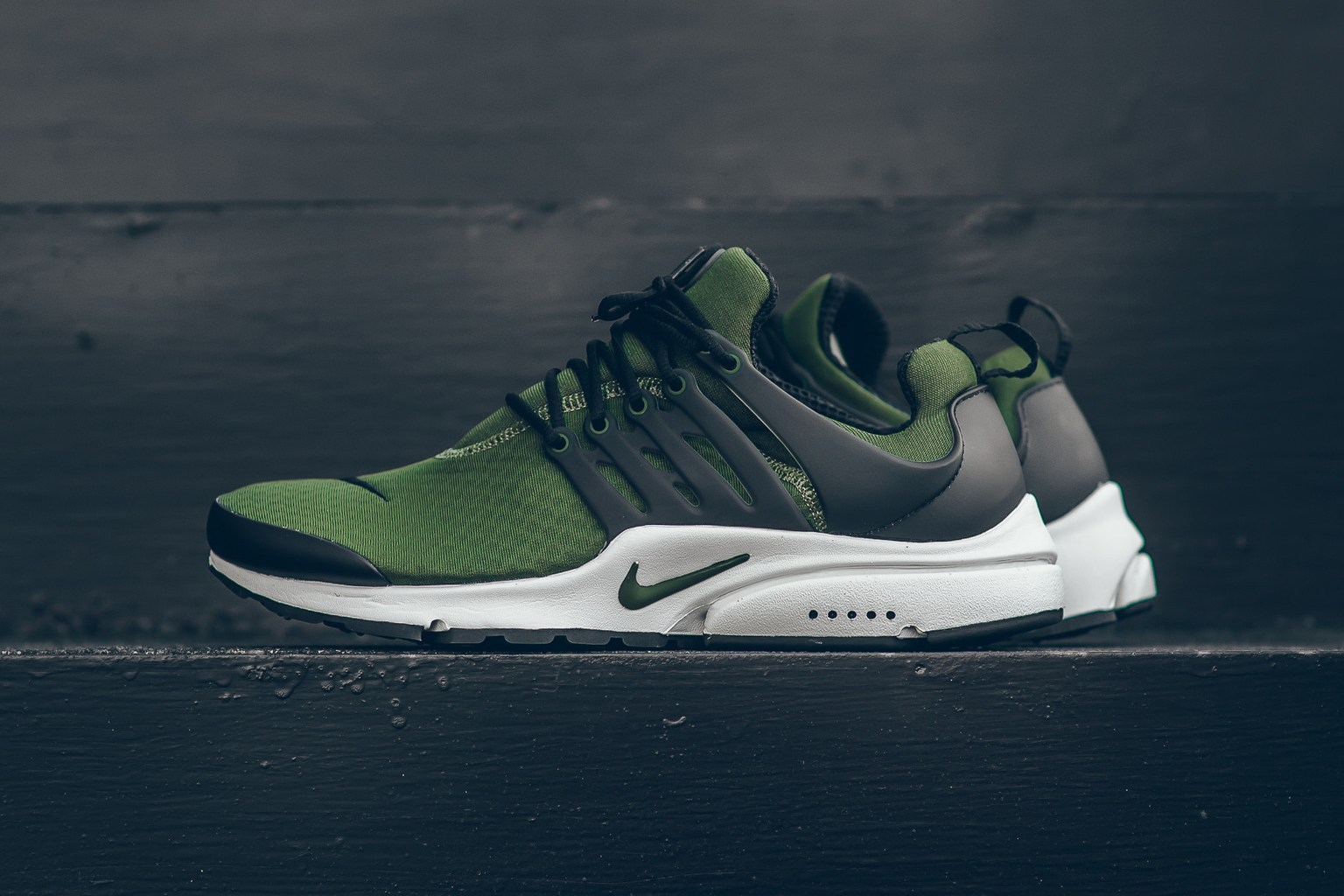 nike-air-presto-essential-legion-green-1