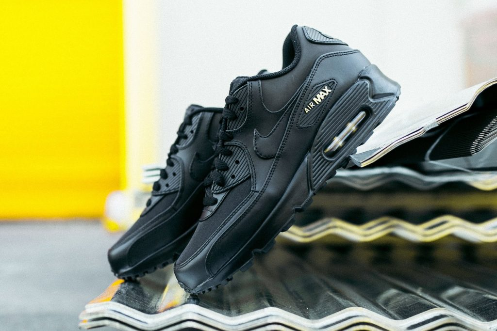 nike air max 90 black and gold