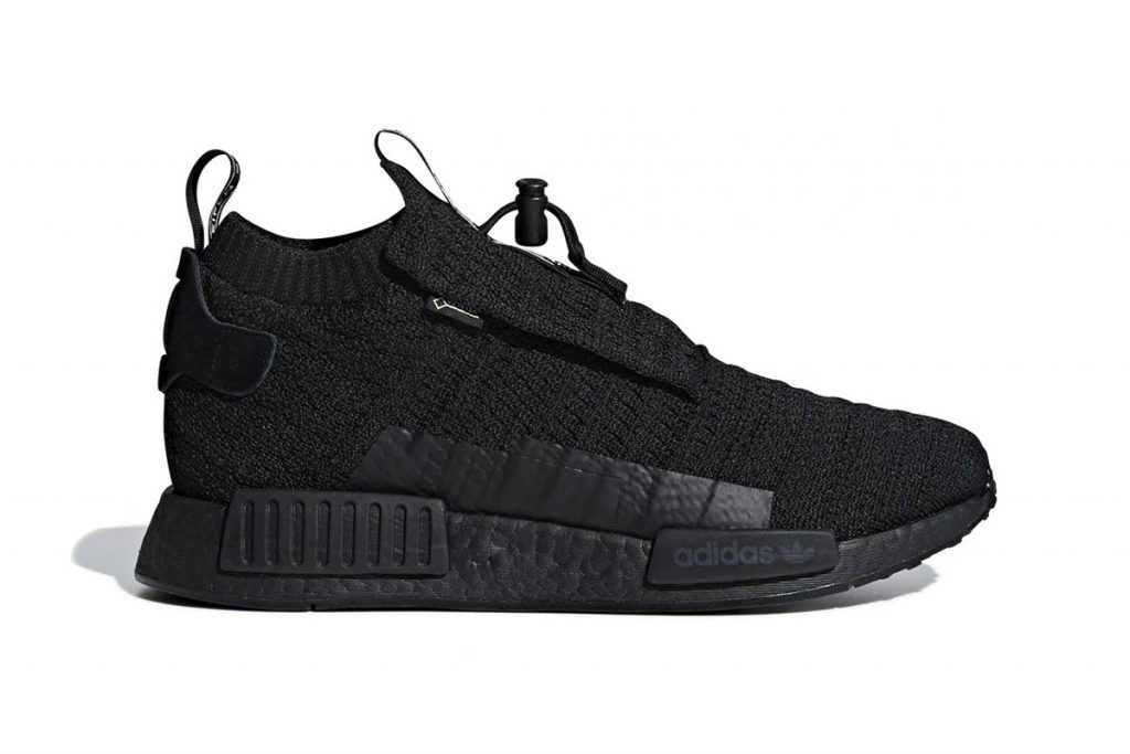 best loved 129e5 ad044 Dressed in a woven core black upper, the silhouettes signature midfoot  shroud features a subtly-placed GORE-TEX tag placed beneath with additional  branding ...
